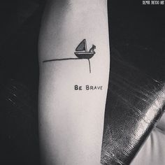 tatouages minimalistes; i like the be brave part