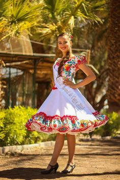 Cueca chilena Dress Up Outfits, Cute Outfits, Fashion Outfits, Gowns Of Elegance, Quinceanera Dresses, Dance Dresses, Traditional Outfits, Dance Wear, Beautiful Outfits