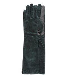 PREMIUM QUALITÄT. Handschuhe aus Veloursleder mit langem Schaft. Die halbe Handfläche sowie die Innenseite von Daumen und Zeigefinger sind aus Glattleder. Gefüttert.