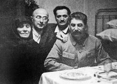 Staline avec sa mère Keke et Beria