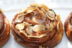 Dulce y Salado: Espirales de Orejones y Canela con Baño de Café