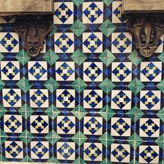 Squares and Losangs and blue and white :) Cool set of tiles! #Lisbon