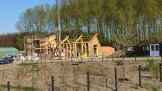 Bouwenmetstrobalen.nl - ecologisch verantwoord bouwen met strobalen kan architectuur worden Cabin, House Styles, Cabins, Cottage, Wooden Houses, Cubicle, Cottages