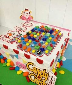 Candy Crush Cake - Cake by weennee - CakesDecor Candy Crush Party, Candy Crush Cakes, Candy Crush Saga, Pretty Cakes, Cute Cakes, Beautiful Cakes, Amazing Cakes, Crazy Cakes, Fancy Cakes