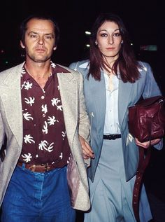 Jack Nicholson and Anjelica Huston Were The Coolest Couple Of The And Jack Nicholson, Stylish Couple, Famous Couples, Glamour, Celebrity Couples, 70s Fashion, Look Cool, Everyday Fashion, Cute Couples