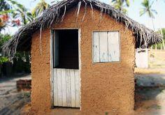 Casa de taipa. Fácil de se encontrar  no interior do Nordeste Brasileiro, muitas famílias moravam nesse tipo de casinha construído com barro e pau-a-pique, A opção por este tipo de construção se deve ao fato de que muitos agricultores não dispõem de recursos para aquisição de material de construção e muitas vezes, materiais como cimento, tijolos etc.Hoje se tornou questão cultural na Região Nordeste
