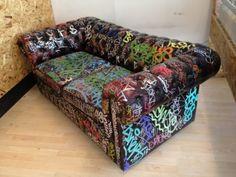 Sofa so good Hand Painted Furniture, Funky Furniture, Paint Furniture, Upcycled Furniture, Unique Furniture, Furniture Design, Graffiti Room, Graffiti Furniture, Urban Rooms