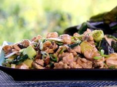 Oyster Sauce Chicken with Bok Choy : Recipes : This was really good! I used fish sauce instead of oyster sauce because it was what I had, and I used less chicken and more bok choy. Chinese Chicken Recipes, Easy Chinese Recipes, Best Chicken Recipes, Asian Recipes, Oyster Recipes, Chicken Meals, Asian Foods, Easy Recipes, Easy Meals