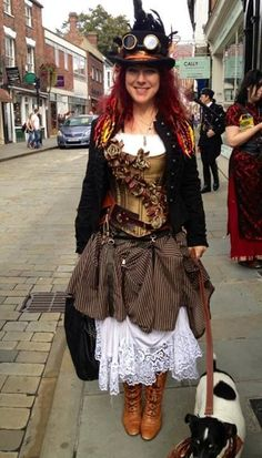 A guide to Steampunk fashion: costume tutorials, Steampunk clothing guide, cosplay photo gallery, updated calendar of Steampunk events, and more. Steampunk Couture, Viktorianischer Steampunk, Steampunk Design, Steampunk Clothing, Steampunk Necklace, Steampunk Fancy Dress, Renaissance Clothing, Steampunk Cosplay, Steampunk Costume Women