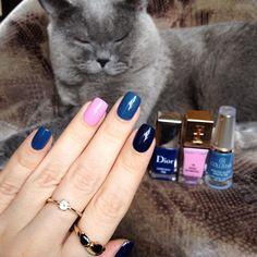 «И котика давно не было #свотчнакоте с Dior Carre Bleu, Collistar Navy Chic, YSL Rose Scabiosa для #лайкопятницаКрем от девочек @aliensuvorova @_nailshop_»