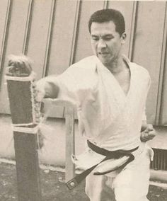 Why use a makiwara?1. Toughens the striking points of the practitioner2. Builds up power and resistance3. Increases confidence in delivering hard and effective strikes to an opponent4. Increases the focus and concentration of strength at the moment of impact5. Continuously develops and improves posture and technique