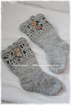 little girl's shocks Diy Crochet And Knitting, Crochet Socks, Knitting For Kids, Knitting Socks, Knitting Projects, Baby Knitting, Lace Socks, Little Girl Fashion, Diy Craft Projects