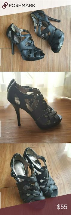 Coach Heels Great for formal parties, dinner dates or girls night out! Very classy look. Easily matches any dress. I love this shoes, I just don't go out much anymore, so it needs someone else to flaunt it! (: In mint condition. Coach Shoes Heels