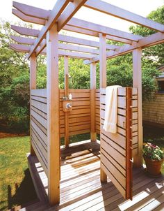 Outdoor shower ~ Husband's working on one for our backyard right now! Outdoor Pool Shower, Outdoor Shower Enclosure, Outdoor Baths, Outdoor Bathrooms, Outdoor Rooms, Outdoor Gardens, Indoor Outdoor, Outdoor Living, Outdoor Decor