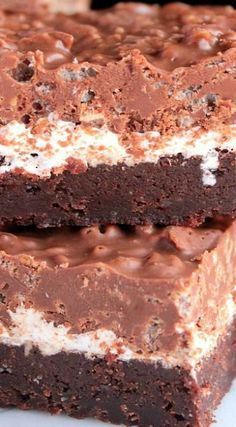 Chocolate Peanut Butter Crunch Brownies with a marshmallow creme layer, topped with a layer of peanut butter chocolate crisp cereal. Chocolate Crunch, Chocolate Peanuts, Chocolate Peanut Butter, Homemade Chocolate, Chocolate Desserts, Homemade Ice, Chocolate Brownies, Desserts With Biscuits, Cookies Et Biscuits