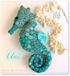 When I have a baby girl I want her to have a seahorse stuffed animal.This makes me think of Jordan Horne. Sewing Toys, Sewing Crafts, Sewing Projects, Seahorse Art, Seahorses, Fabric Fish, Fish Crafts, Creation Couture, Stuffed Animal Patterns