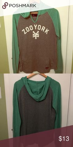 Hooded Zoo York Long Sleeve T-Shirt w/pocket! Men's size small super cute gray and green long-sleeve Zoo York shirt with hood and kangaroo pocket! In great condition with no rips or stains. Lightweight and trendy! ❤️ Zoo York Shirts Tees - Long Sleeve