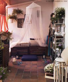 U ÄPPLARÖ klupu možeš odložiti stvari kako bi tvoj balkon bio uredan. :) www.IKEA.hr/APPLARO_klupa