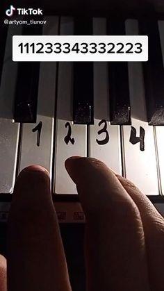Piano Sheet Music Letters, Piano Music Easy, Piano Music Notes, Piano Lessons, Music Lessons, Accord Piano, Music Chords, Piano Tutorial, Music Mood