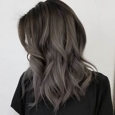 Aschbraun ist der neue Haarfarben-Trend 2018 Ash Brown is the new hair color trend 2018 Cool Brown Hair, Ash Brown Hair Color, Cool Hair Color, Dark Hair, Ombre Brown, Medium Ash Brown Hair, Ash Brown Hair Balayage, Dark Silver Hair, Dark Grey Hair Color