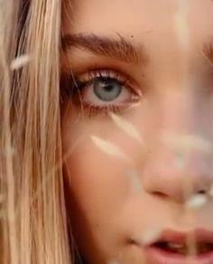 Mackenzie Ziegler, Maddie And Mackenzie, Poses For Photos, Picture Poses, Maddie Ziegler Photoshoot, Maddie Ziegler Instagram, Stunning Eyes, Beautiful, Maddie Zeigler
