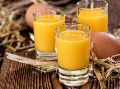 Selbst gemachter Eierlikör ist so lecker und ein super Geschenk zu Ostern oder Weihnachten!