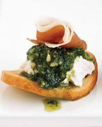 Using bagel chips as the base for an hors d'oeuvre is a quick way to add flavor and crunch. Grace Parisi tops the chips with fresh ricotta, chive puree, and prosciutto. As an alternative, she sometimes uses dried apricot halves in place of the chips. Prosciutto Appetizer, Prosciutto Recipes, Wine Recipes, Great Recipes, Cooking Recipes, Favorite Recipes, Tapas, Easy Appetizer Recipes, Appetizers For Party