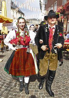 Des Autrichiens en costumes traditionnels !