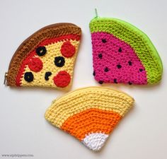 Crochet Zipper Pouch Tutorial : Zip It Zippers: Megs Crochet Candy Corn Zipper Pouch Tutorial