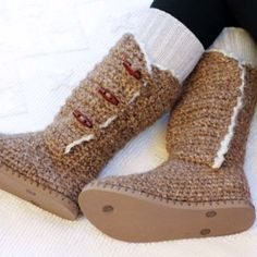 """Breckenridge"" Crochet Boots with Flip Flop Soles – Part 3 Crochet Boots Pattern, Crochet Boot Cuffs, Crochet Shoes, Crochet Slippers, Crochet Slipper Boots, Crochet Patterns, Pull Crochet, Quick Crochet, Free Crochet"
