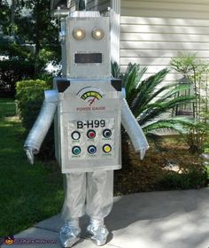 Maria: I made the robot custume first with things that I found around the home, the only thing I purchase was the silver material for the pants, gloves and cover his...