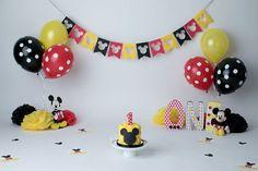 Source by melodydelrocio Mickey 1st Birthdays, Mickey Mouse First Birthday, Mickey Mouse Clubhouse Birthday Party, Mickey Party, Elmo Party, Elmo Birthday, Dinosaur Party, Dinosaur Birthday, Birthday Garland