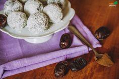 """JEDZ ROŚLINY: kakaowo-kokosowe """"trufle"""" z awokado"""