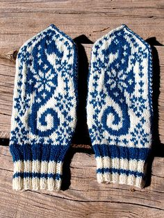 selbu seahorses  Ravelry.com users can find this free pattern here:  http://www.ravelry.com/patterns/library/selbuvott-or-not-alias-selbu-sea-horse-mittens