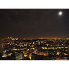 Instagram【makiasakawa】さんの写真をピンしています。 《家からの夜景すんごいんだけど🙏🏻🌃 . マルシェとかケーキ屋とかでフランス語で会話とか注文が できたときの喜び👏🏻 来週から学校だがんばろ . #france#paris#nightview#camera #フランス#パリ#夜景#一眼レフ #まきは生きてるよ》