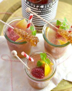 Rezept: Sekt-Cocktail und mit Zuckerstäbchen zum Rühren #sugar #rezept #recipe #sekt #cocktail #juicy #party