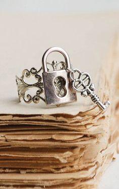 Lock RING Silver Filigree Vintage Style Romance