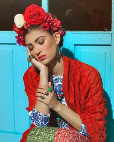 """30 Examples Of Frida Kahlo Costumes That Are So Freaking Good #refinery29 http://www.refinery29.com/2016/10/125306/frida-kahlo-costume-flower-crowns#slide-6 """"My painting carries with it the message of pain.""""..."""