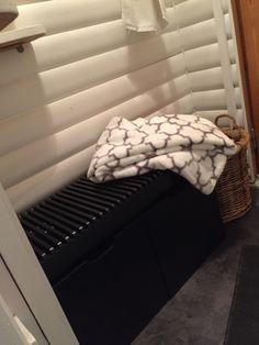 Saunan eteisen tuunausta - Lifestyle-blogi - Willa Lemmelle Bench, Storage, Furniture, Lifestyle, Home Decor, Purse Storage, Decoration Home, Room Decor, Larger