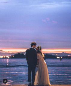 wedding photography tips Bridal Musings Pre Wedding Photoshoot, Wedding Poses, Wedding Couples, Cute Couples, Korean Wedding Photography, Couple Photography, Couple Pictures, Wedding Pictures, Ulzzang Couple