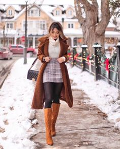 Do you also want to wear miniskirts and look chic? We share tips from fashionistas on how to wear miniskirts the grow-up way and not look trashy! Trendy Fall Outfits, Winter Fashion Outfits, Fall Winter Outfits, Cute Casual Outfits, Stylish Outfits, Autumn Fashion, Christmas Outfits, Tights Outfit Winter, Winter Outfits For Girls