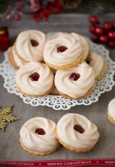 Myslíme si, že by sa vám mohli páčiť tieto piny - szerdiovam Small Desserts, Just Desserts, Delicious Desserts, Christmas Sweets, Christmas Baking, Baking Recipes, Cookie Recipes, Melting Moments Cookies, Super Cookies
