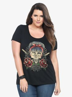 A rockabilly skull, switchblades and roses doll up the front of this black tee. Style yours with a headscarf, retro-inspired denim and fire alarm red lipstick.