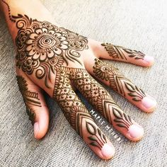 Tomorrow is Saturday and than means you can come on down to @citrinemv in #VineyardHaven for some henna, I'll be there pretty much all day!! #summertime #marthasvineyard #MV #MVY #hennapro #hennaart #edgartown #oakbluffs #designer #maplemehnd #islandlife #adornment #hennalove #mehndi #hennaart