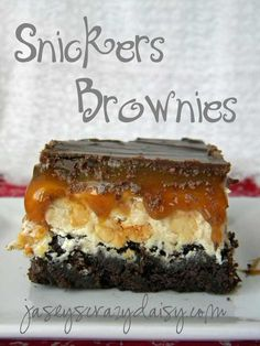 Snickers Brownies--- Can you say delicious! This dessert is right up my alley. Yummy Treats, Sweet Treats, Yummy Food, Think Food, Love Food, Dessert Bars, Just Desserts, Dessert Recipes, Recipes Dinner