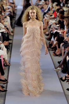 OSCAR DE LA RENTA printemps 2012 Pale Pink Feather Dress......!!!!