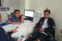 "Internet star Xander Ford filed a cyberbullying complaint against two people who allegedly uploaded the video of him insulting actress Kathryn Bernardo. On Monday, October 30, went to the police and filed the complaint against Dave Alvarez and a certain Angelo Rozol. ""Na-depress po ako dahil sa video na in-upload nila. Mahirap, nawalan po ako ng trabaho, nawalan po ako ng career dahil sa maling pagaano po nila… Sa mga paratang po nila sa 'kin,"" he said. Previously, Xander already apologized…"