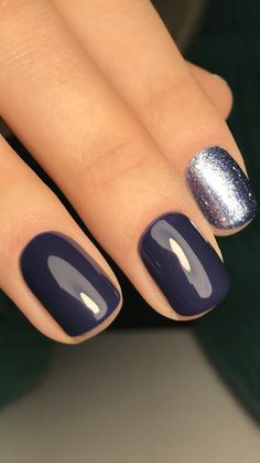 Nail art is a very popular trend these days and every woman you meet seems to have beautiful nails. It used to be that women would just go get a manicure or pedicure to get their nails trimmed and shaped with just a few coats of plain nail polish. Fancy Nails, Trendy Nails, Cute Nails, Sparkle Nails, Glitter Accent Nails, Glitter Gel Nails, Hair And Nails, My Nails, Dark Nails