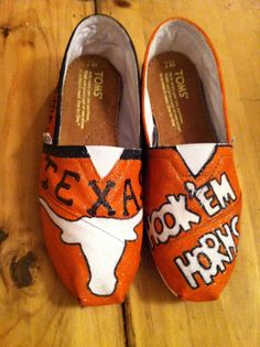 Hey, I found this really awesome Etsy listing at http://www.etsy.com/listing/110132233/hand-painted-texas-longhorns-toms-new