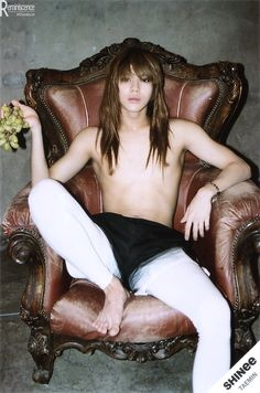 Lee Taemin *___* sitting like a bad-ass god.Mmmmm...... yes master. He may be thin, but you can still see his broad shoulders and back. Dam!!!